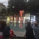 """Z """"Paderewskim"""" przy fontannie"""